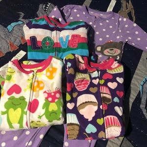 4 pairs of carters footed pajamas